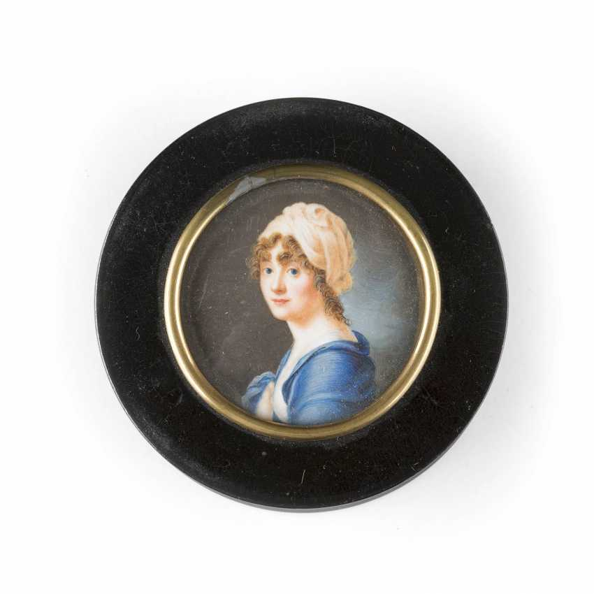 SNUFF BOX WITH EINGEGLASTEM PORTRAIT OF A LADY - photo 1
