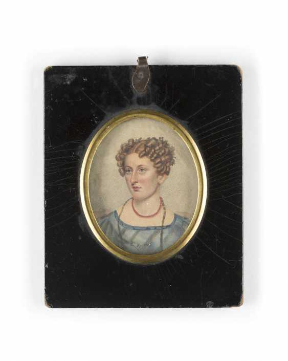 MINIATURE WITH PORTRAIT OF A LADY WITH CORAL CHAIN - photo 1