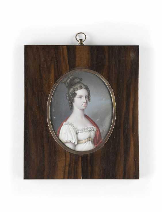PORTRAIT MINIATURE OF AN EMPIRE-LADY - photo 1