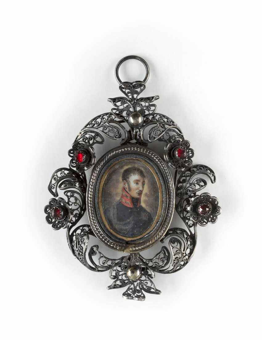 FILIGREE PENDANT WITH PORTRAIT OF AN OFFICER - photo 1