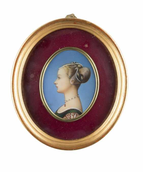 MINIATURE WITH A PROFILE IMAGE OF A RENAISSANCE LADY - photo 1