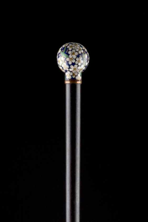WALKING STICK WITH A FLORAL BALL KNOB - photo 2