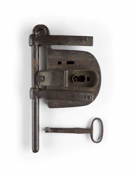 BAROQUE LOCK WITH KEY 18. Century - photo 1