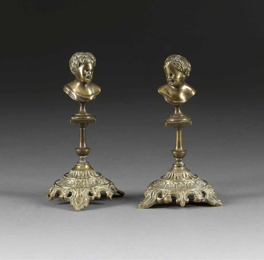 TWO SMALL DECORATIVE BRONZES - photo 1