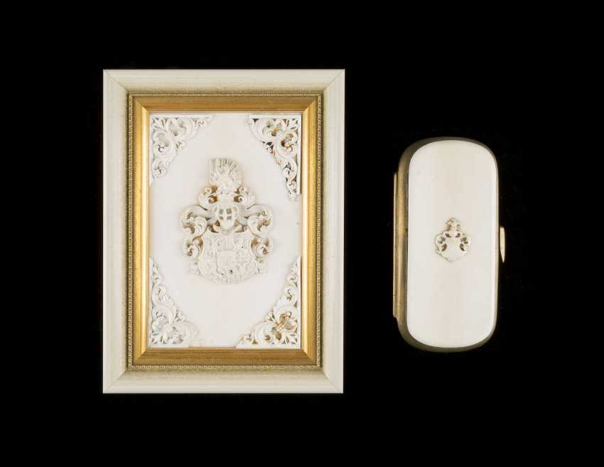 GLASSES CASE AND COAT-OF-ARMS RELIEF - photo 1
