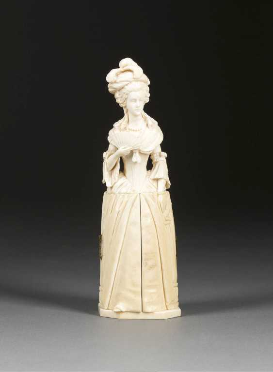 IVORY CARVING: FEMALE FIGURE, THE POMPADOUR-TIME - photo 1
