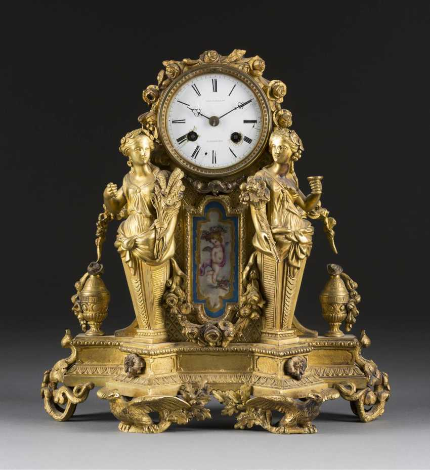 ORNATE mantel clock IN the LOUIS STYLE, England/ France, Thomas Pearce & Son, 2 SEIZE. Half of the 19th century. Century - photo 1