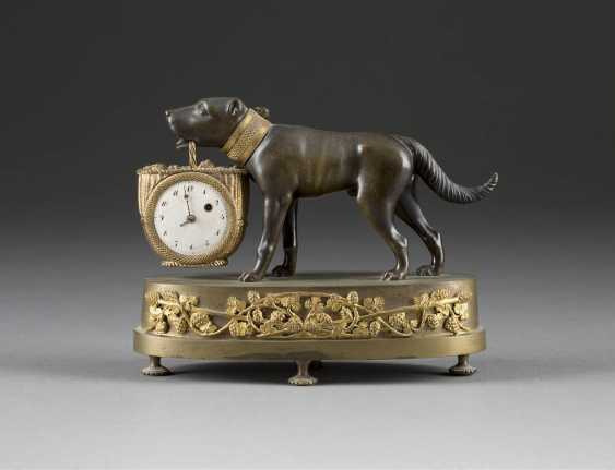 HIGHLY DECORATIVE TABLE CLOCK 'DOG WITH A BASKET' - photo 1