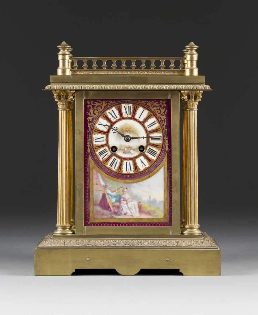 Mantel clock WITH painting on PORCELAIN, Probably France, around 1900. - photo 1