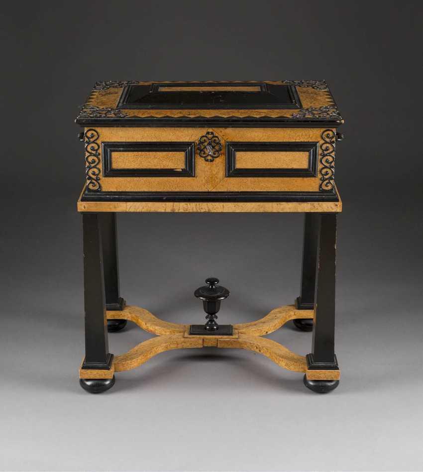 RARE STUDS-BOX English, circa 1680/ 1700. - photo 1