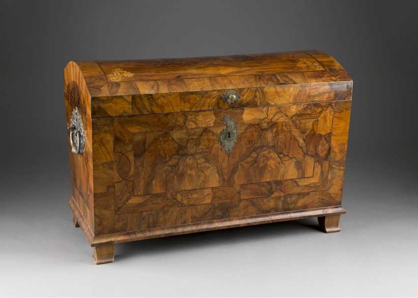 BAROQUE-LID CHEST - photo 1