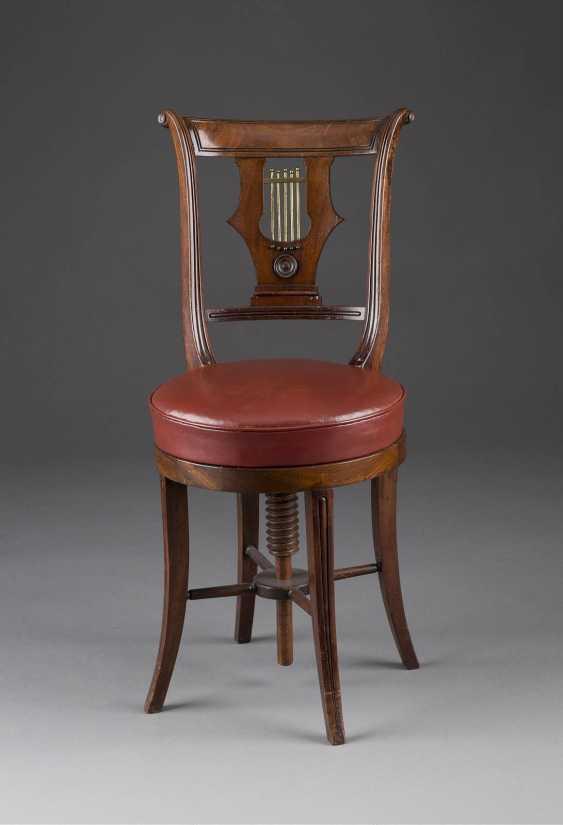 Piano chair - photo 1
