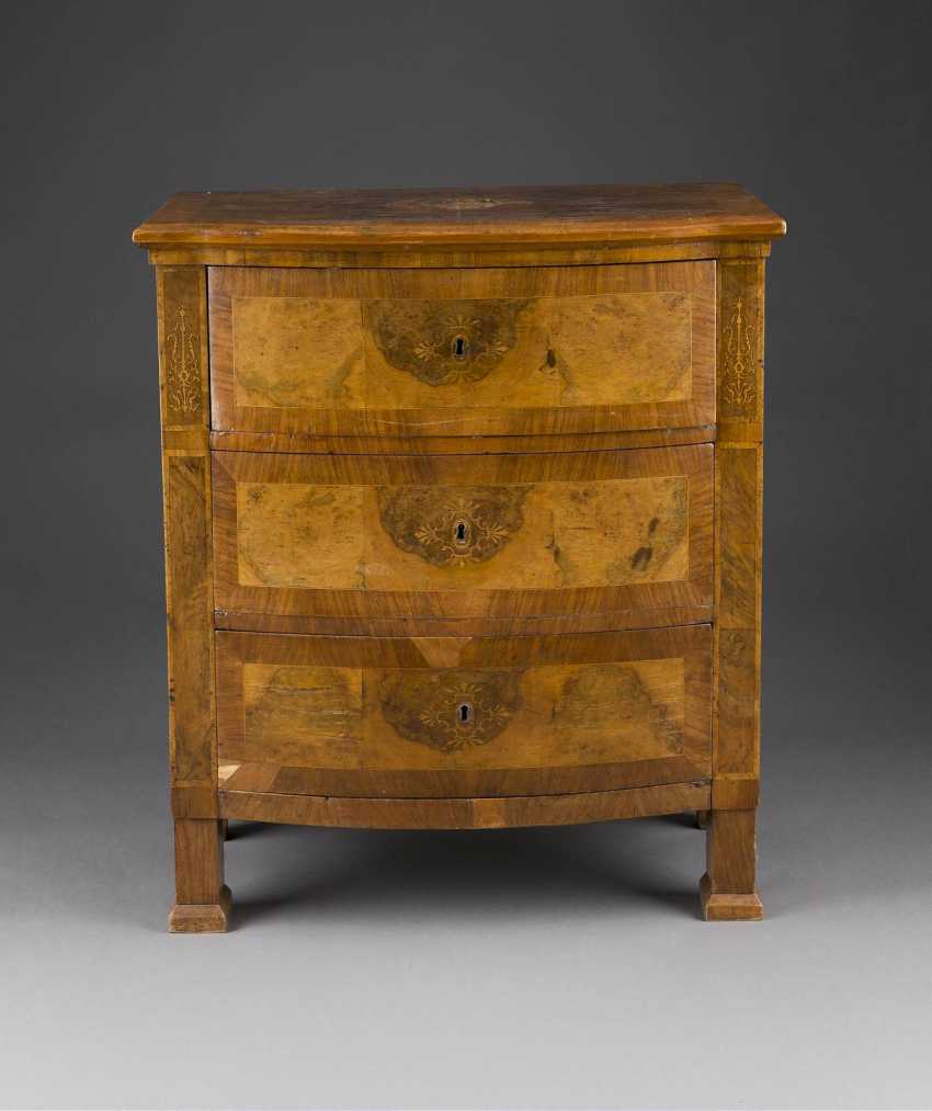 DECORATIVE CHEST OF DRAWERS - photo 1