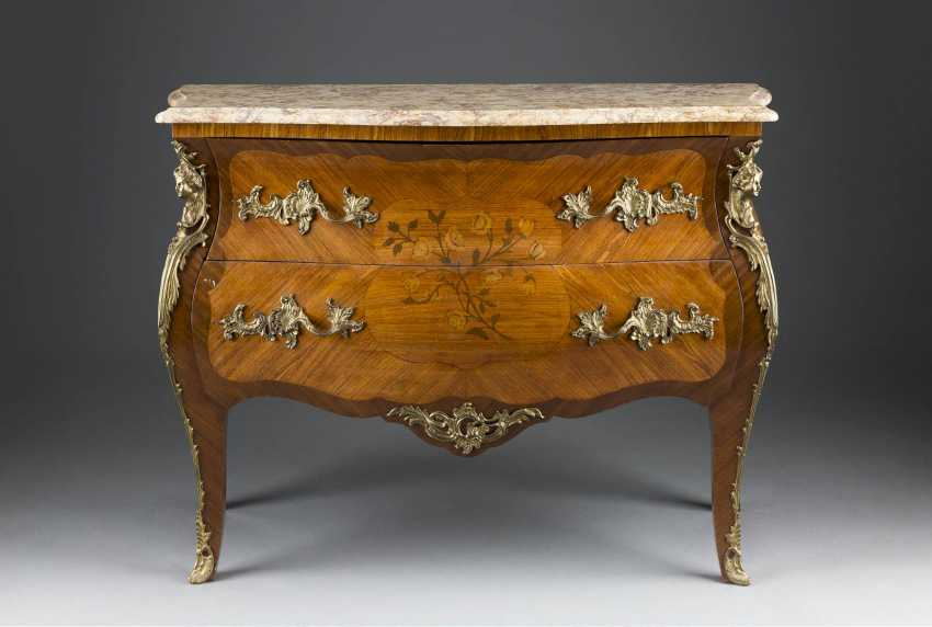 DECORATIVE CHEST OF DRAWERS IN LOUIS QUINZE STYLE - photo 1