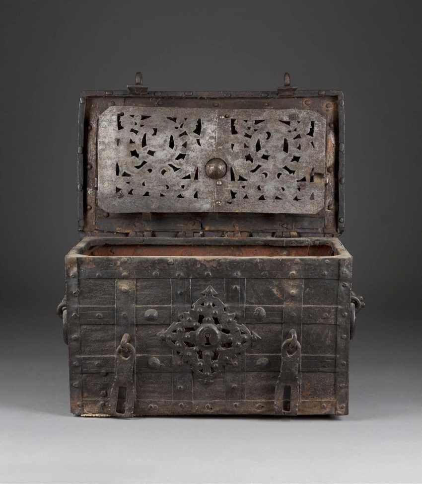 Iron chest - photo 2