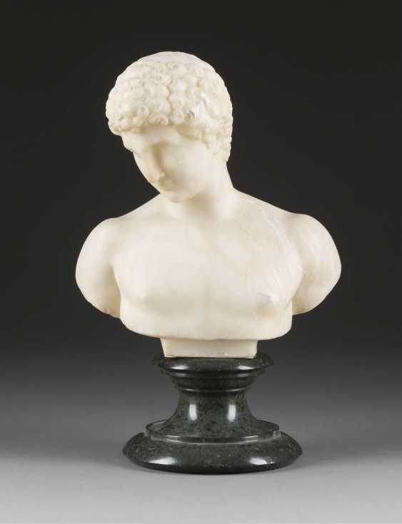 ITALIAN image sculptor Active around 1900, the bust of the Capitoline Antinous (after the antique Original) - photo 1