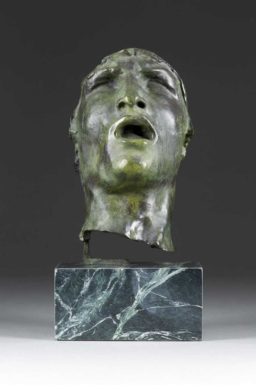 AUGUSTE RENE FRANCOIS RODIN (1840, Paris - 1917 Meudon (posthumer Guss) 'Mask of sorrow' - photo 1