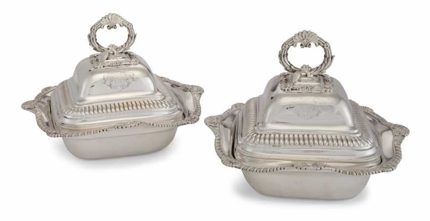 A PAIR OF GEORGE III SILVER VEGETABLE DISHES AND COVERS - photo 1