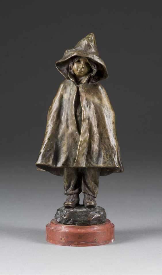 ELISA BEETZ-CHARPENTIER, 1875 - 1949 Neuilly-sur-Seine (?) Girl in the rain coat - photo 1