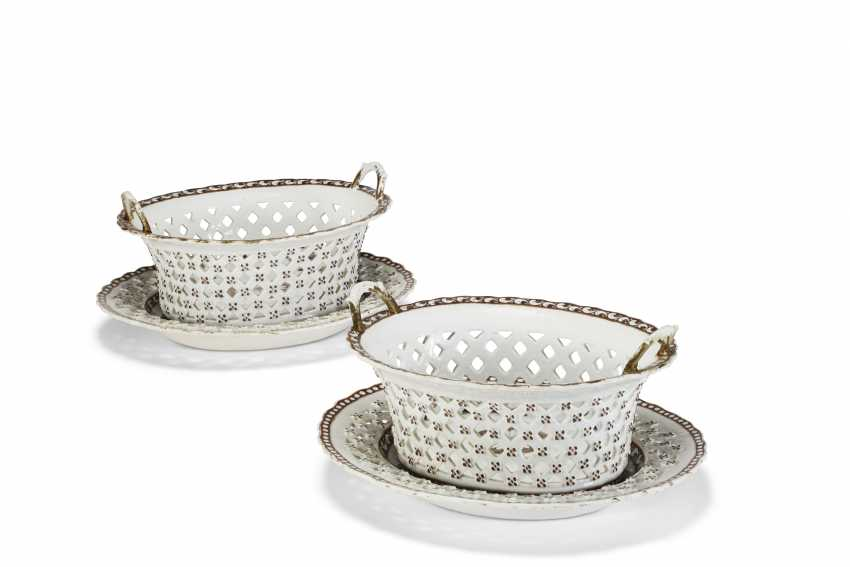 A PAIR OF CHINESE EXPORT OVAL TWO-HANDLED BASKETS AND STANDS - photo 1