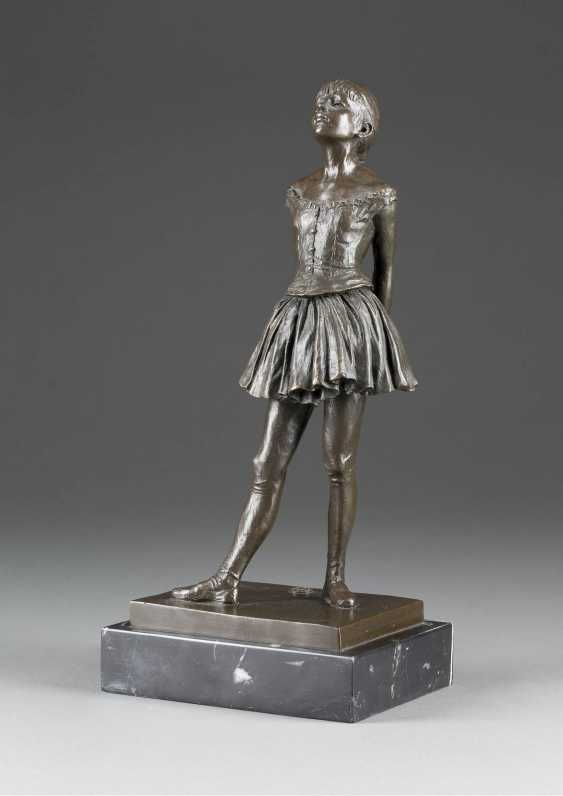 EDGAR DEGAS 1834 - Paris- 1917, ibid. (to) Little dancer (Posthumous cast) - photo 1