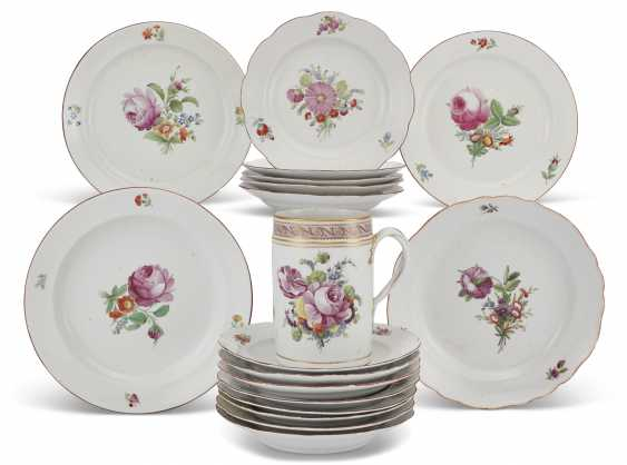 TWENTY-TWO RUSSIAN PORCELAIN PLATES AND A TANKARD FROM THE EVERYDAY SERVICE - photo 1