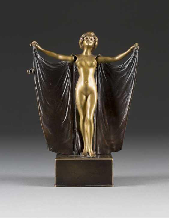 CARL KAUBA 1865 Vienna - 1922, ibid. female Nude with cloth - photo 1