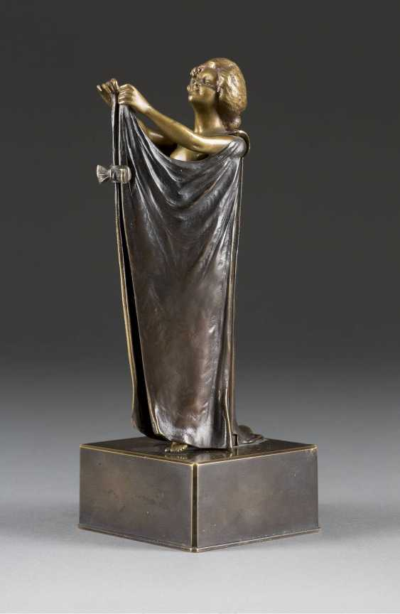 CARL KAUBA 1865 Vienna - 1922, ibid. female Nude with cloth - photo 2