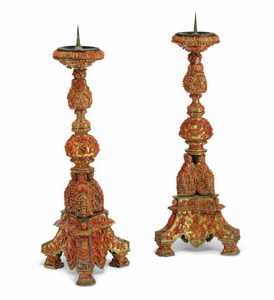 A PAIR OF ITALIAN (TRAPANI) GILT-COPPER AND CORAL-MOUNTED PR... - photo 2
