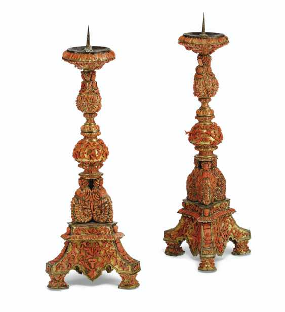A PAIR OF ITALIAN (TRAPANI) GILT-COPPER AND CORAL-MOUNTED PR... - photo 3