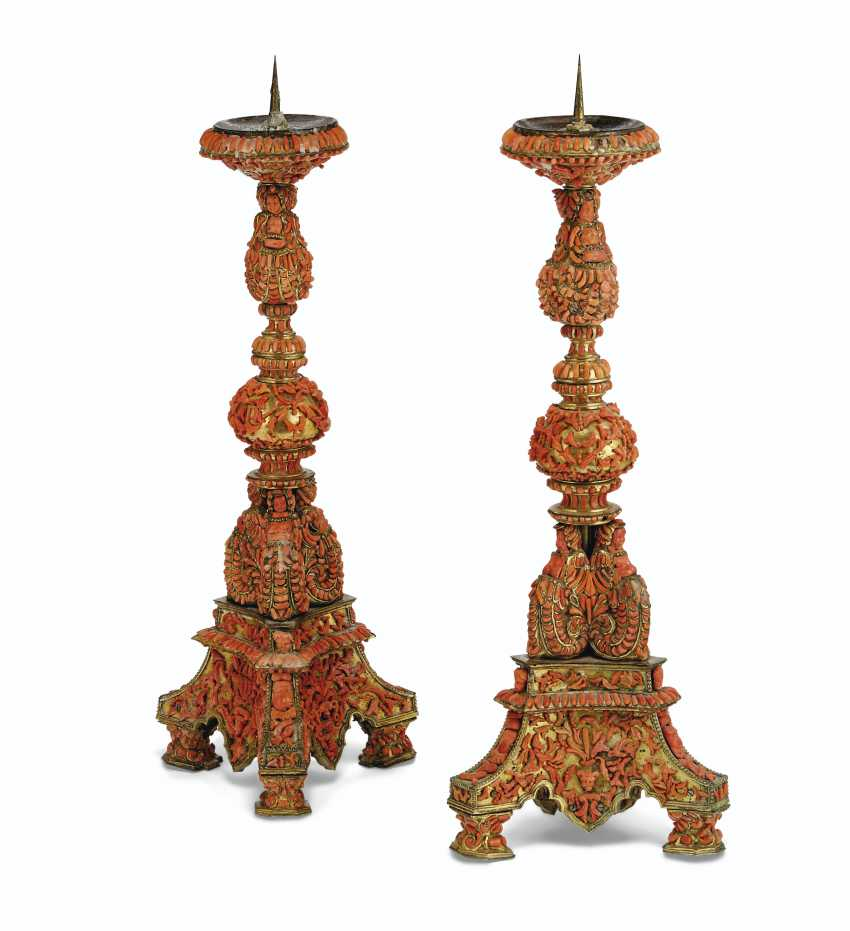 A PAIR OF ITALIAN (TRAPANI) GILT-COPPER AND CORAL-MOUNTED PR... - photo 4