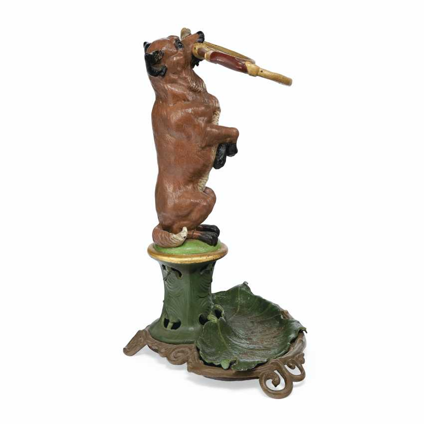 A LATE VICTORIAN POLYCHROME-PAINTED CAST-IRON UMBRELLA STAND... - photo 3
