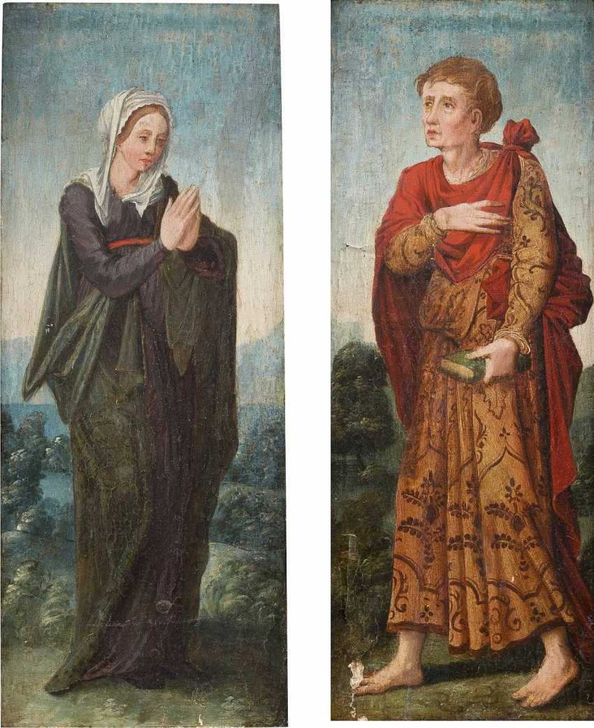 UPPER RHENISH MASTER Active about 1530 TWO PANELS OF A TRIPTYC WITH MARIA AND JOHN Mixed technique on wood. Visible measurements ca. 44,5 x 16,5 cm (F. each ca. 52 x 24 cm). Verso: Decorative painting. Min. damaged, restoration. Frame. - photo 1