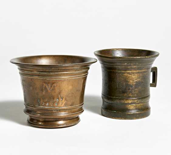 Single-handle mortar and small monogrammed mortar. Dated 1760 - photo 1