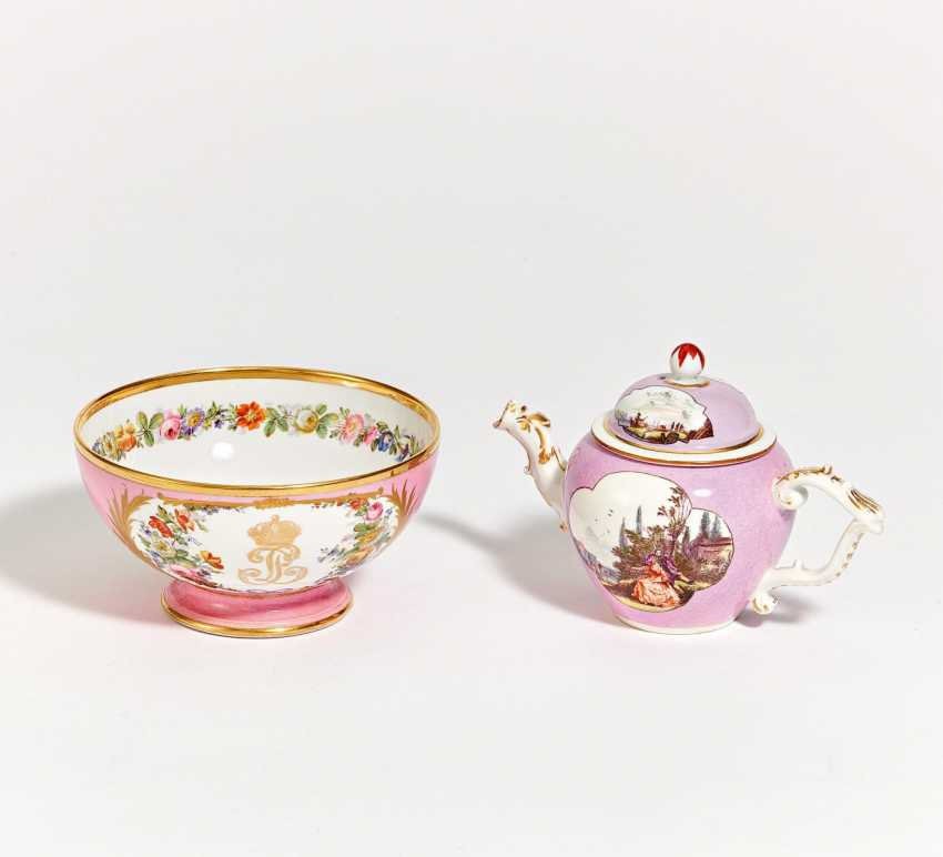 Small teapot and bowl with rosé stock - photo 1
