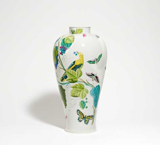 Floor vase with bird decor - photo 1