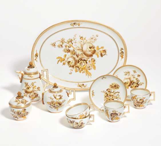 Small coffee and tea service with sepia bouquets - photo 1