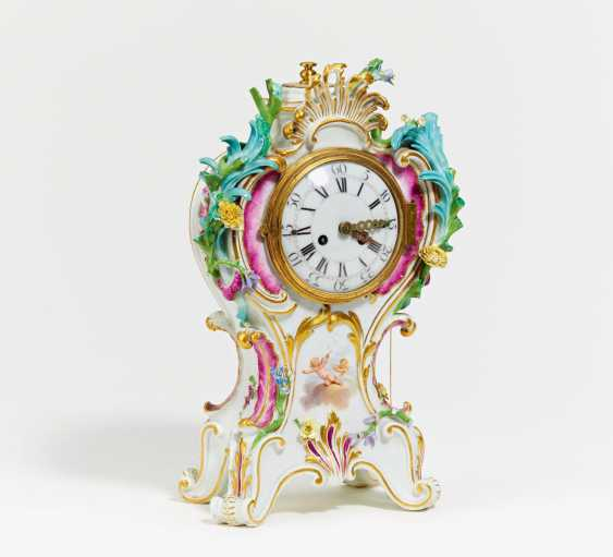 Small pendulum clock with cupid decor - photo 1