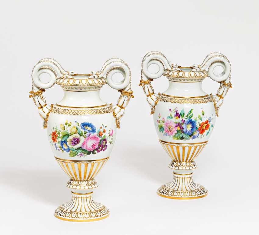 Pair of snake handle vases with bouquets of flowers - photo 1