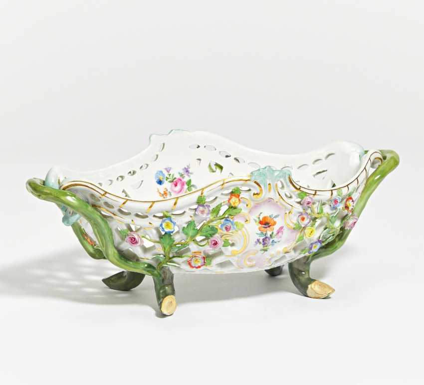 Fruit basket with flowers - photo 1