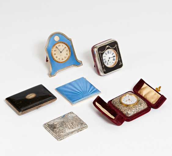 3 travel clocks and 3 cases - photo 2