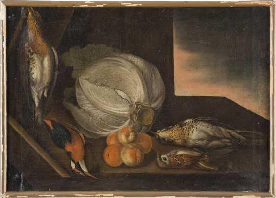 ITALIENISCH-SPANISCHE SCHULE Meister, tätig 17. Jahrhundert STILLLEBEN MIT KOHL, PFIRSICHEN UND FEDERVIEH - photo 2