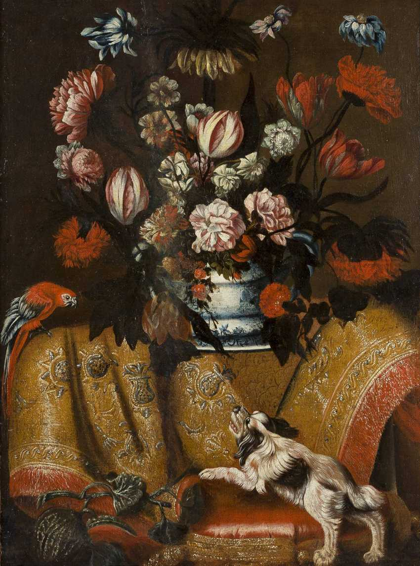 FRANCESCO FIERAVINO (ATTR.) C.1610 Malta (?) - C. 1660 Rom BLUMENSTILLLEBEN MIT PAPAGEI UND HUND - photo 1