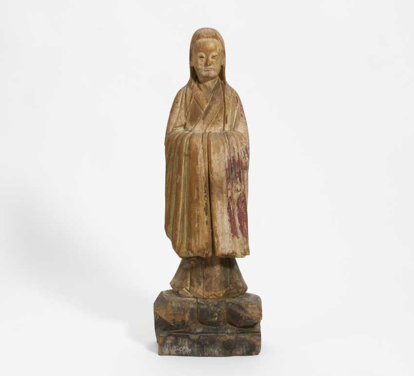 Important standing female figure - photo 1