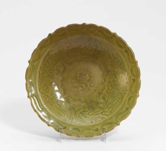 Flower-shaped celadon plate - photo 1