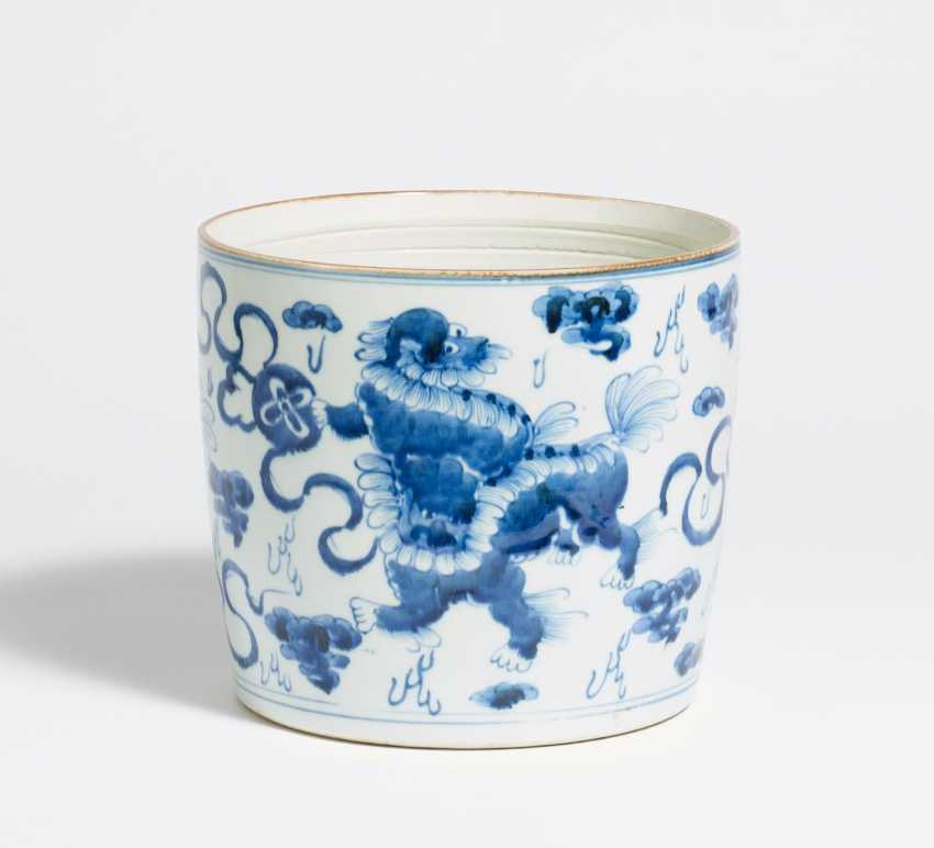 Brush cup with Shizi lions with brocade balls - photo 1