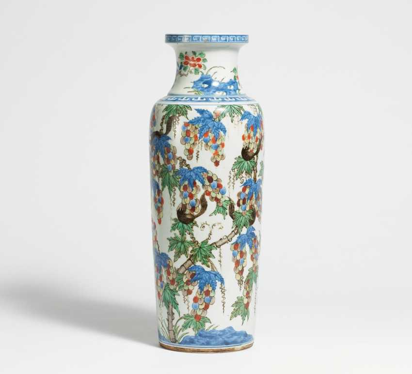 Vase with grapes and squirrels - photo 1