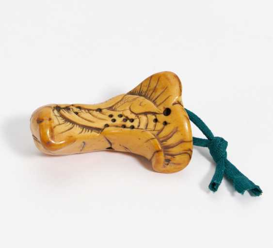 Old toggle with fish on lotus leaf - photo 2