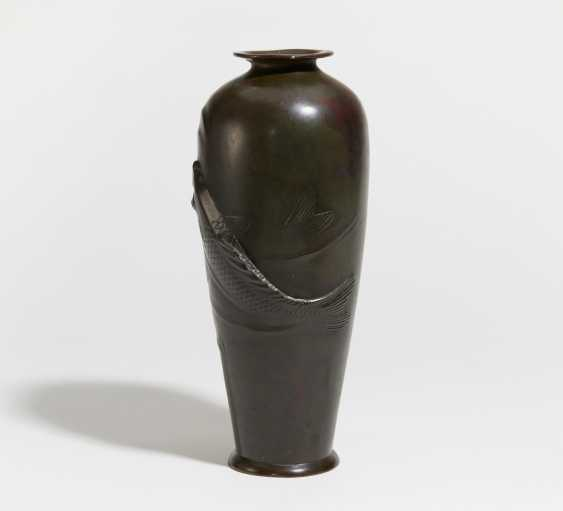 Vase with two large carp - photo 2
