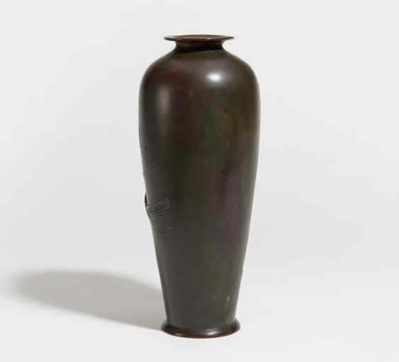 Vase with two large carp - photo 3